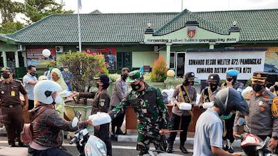 Baksos Dapur Umum TNI-Polri, Kulon Progo Peduli Kemanusiaan di Bulan Suci Ramadhan
