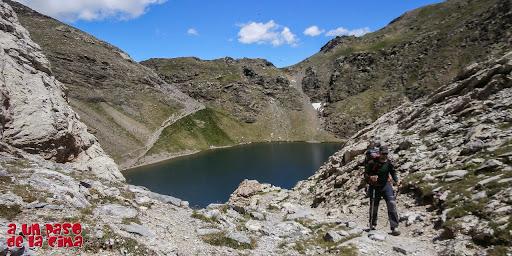 Vista atrás, el Ibón y el Puerto de Bernatuara.©aunpasodelacima