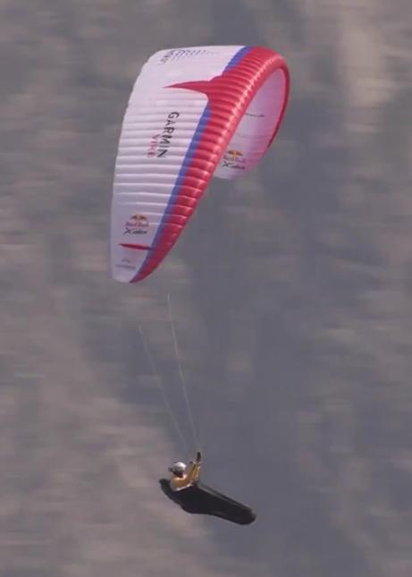 edition fun sport le paramoteur a lassaut du ciel 2015 glisser en parapente au travers des nuages