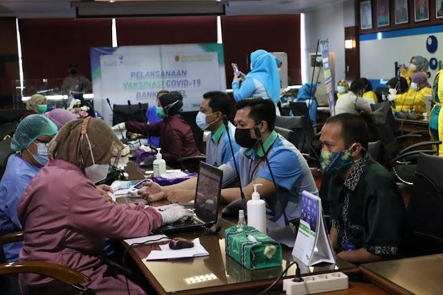 Pastikan Layanan Prima, Bank Kalsel Lakukan Vaksinasi Pegawai