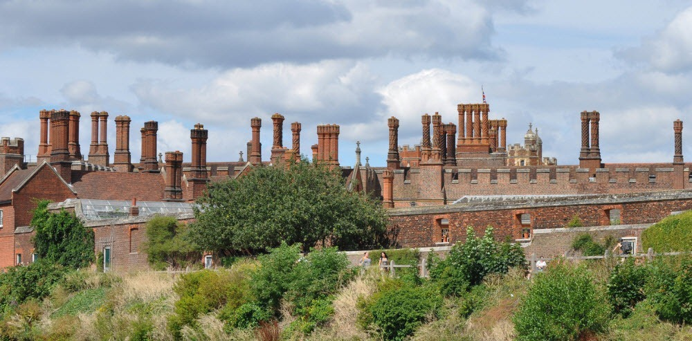 hampton-court-palace-chimneys-15