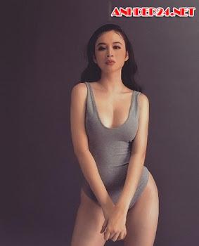 Angela Phương Trinh chiêu đãi fan với bộ ảnh áo tắm