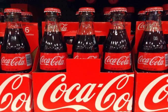 coca-cola-produzirc3a1-primeira-bebida-alcoc3b3lica-de-sua-histc3b3ria