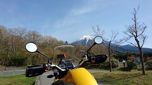 [写真]西臼塚駐車場から富士山を望む