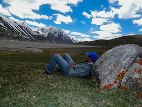 Taking rest at Khunjrab plateau against the rock