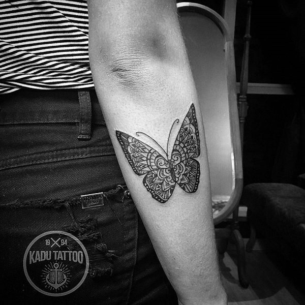esta_mandala_estilo_de_tatuagem_de_borboleta