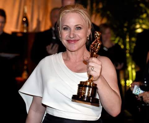 Patricia Arquette with award smiling dp image