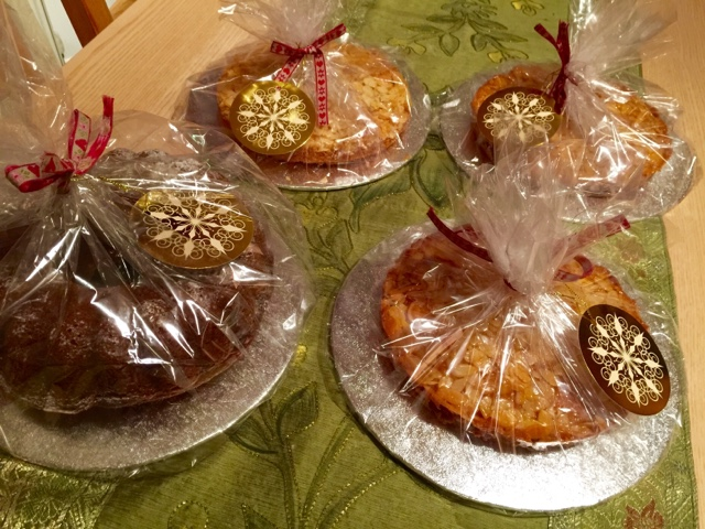 Finnish Tosca cakes and a bundt cake with Christmas spices
