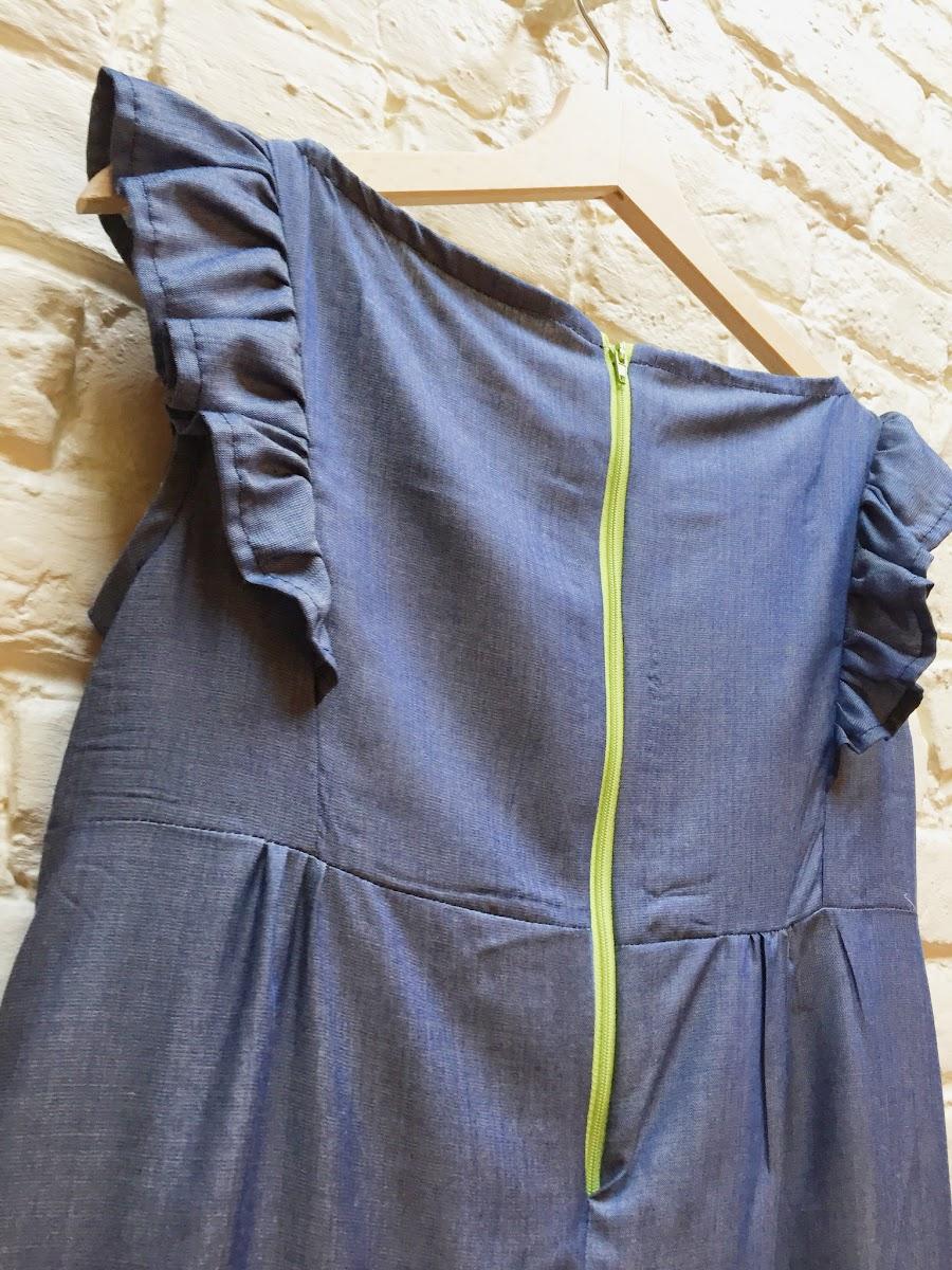 Coudre une robe avec des froufrous