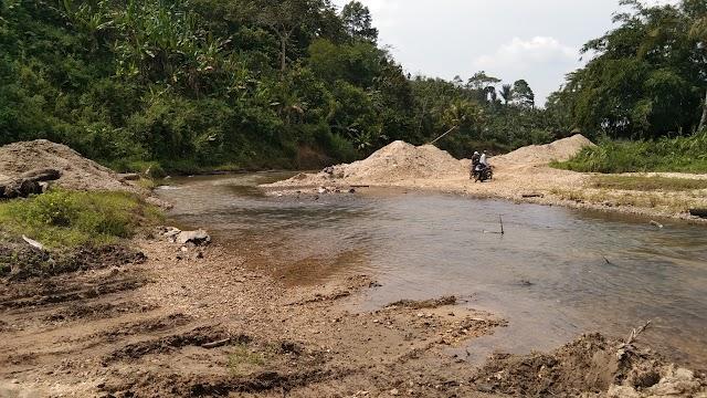 Tambang Pasir Ilegal, Rusak Bantaran Sungai Way Waya Pagelaran Utara