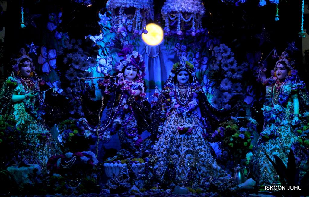 Sharad Purnima Deity Darshan on 16th Oct 2016 (2)