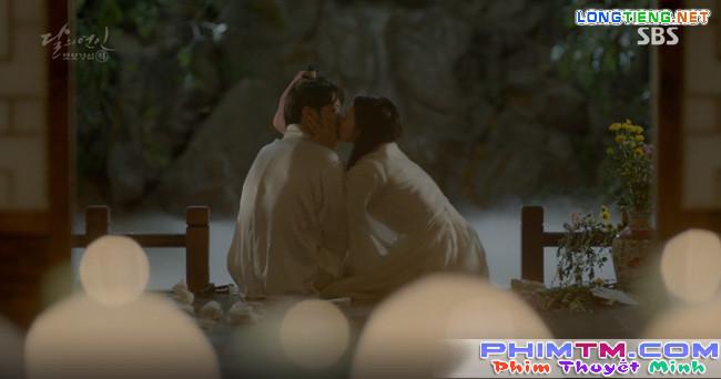 """Moon Lovers: """"Mười"""" Baekhyun chính thức có nụ hôn màn ảnh đầu tiên! - Ảnh 4."""