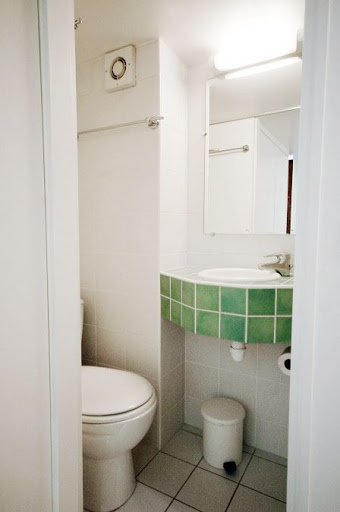 bathroom in quai de seine apartment