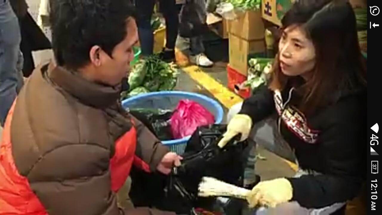 Video Perempuan Pedagang Sayur Di Korea Fasih Berbahasa Jawa
