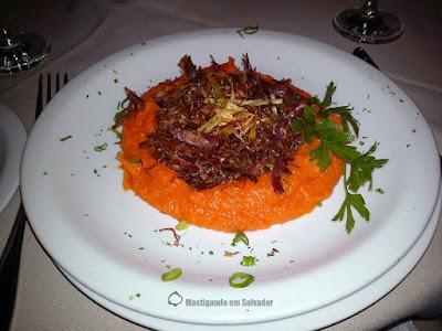 Forneria Quintano: Carne Seca com Purê de Abóbora e Couve Crocante