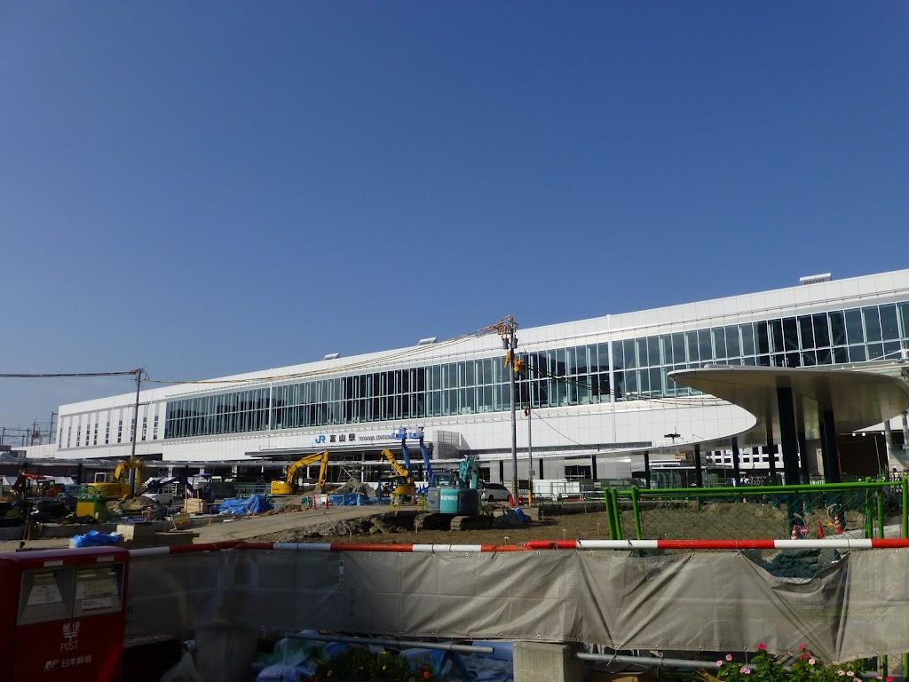 建設中の北陸新幹線富山駅