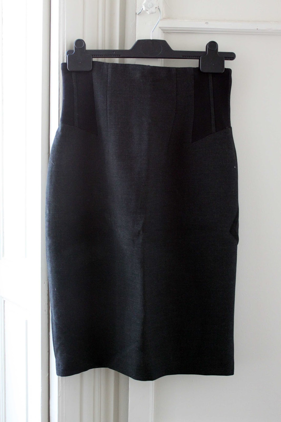 2ee7a6d6ee7a11 mon dressing à bas prix: jupe taille haute Zara