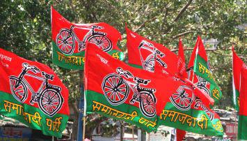 सपा मुखिया अखिलेश गुस्से में ,पार्टी के गद्दारों को किया बर्ख़ास्त , अब पूर्वांचल का नम्बर