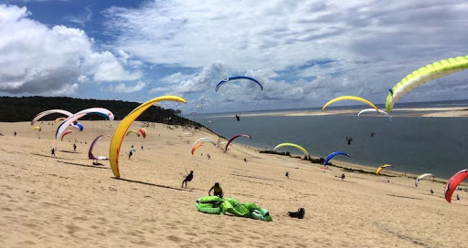 Dune De Pyla paragliding, lots of room at the famous Wagga playground