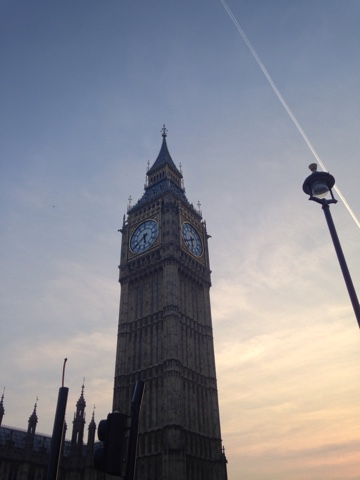 A tourist day in London: having lived in London for almost 6 months now we decided we needed to get to know the city better and what better way to do it than be tourists! No tourist day is complete without a picture of Big Ben in the sunset