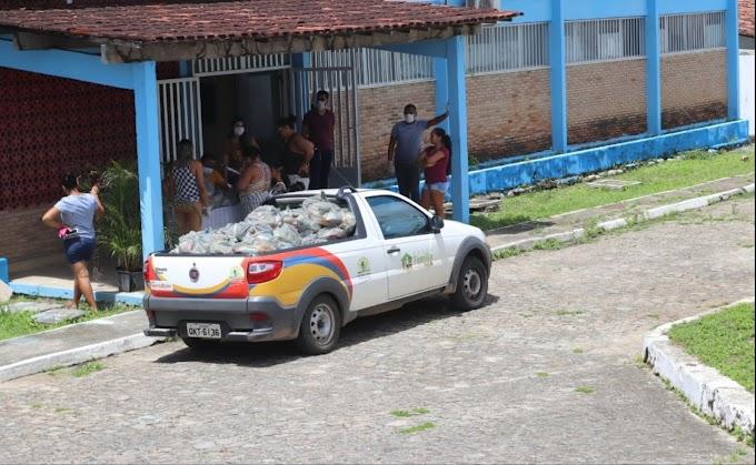 140 famílias maruinenses são beneficiadas com kits de alimentos