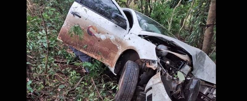 A motorista de um Sandero que transitava na SC- 154, entre Ipumirim e  o controle do veículo e saiu da pista. O acidente