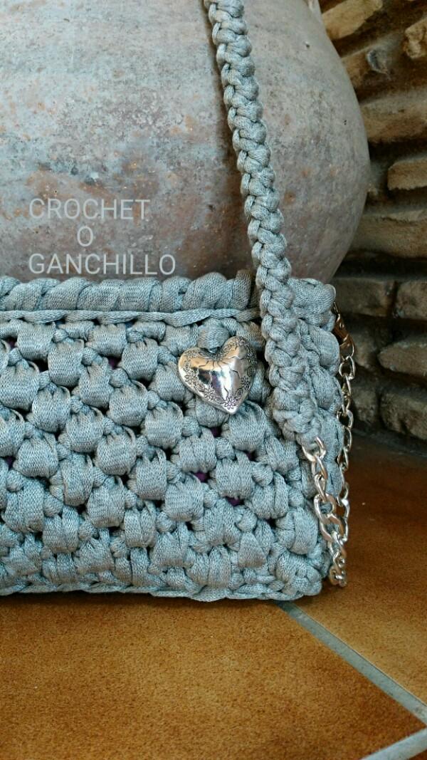 Crochet o ganchillo bolso de trapillo argent con cadena for Bolsos de crochet de trapillo