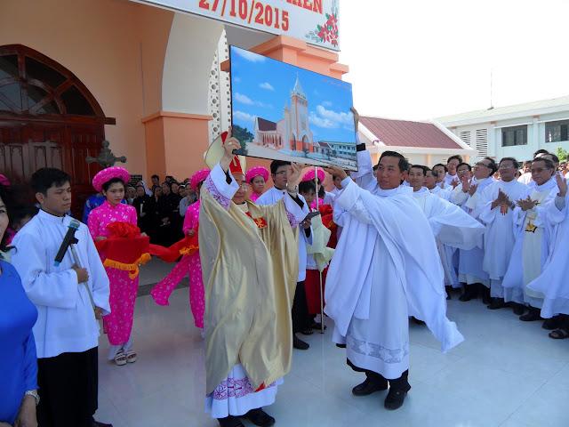 Hình ảnh thánh lễ khánh thành và cung hiến nhà thờ Gò Thao, giáo hạt Ninh Hải vào lúc 9g00 ngày 27.10.2015