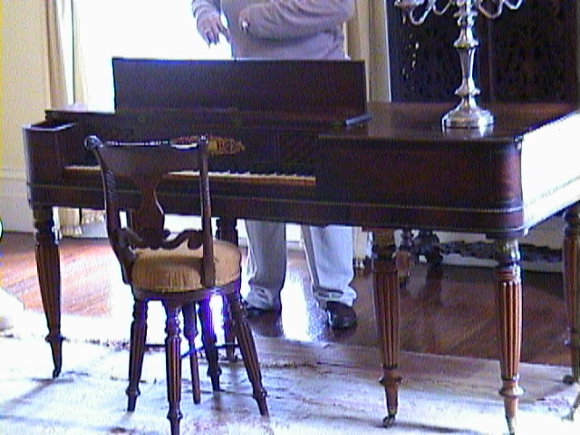 0600Inside_a_Southern_Mansion_-_New_Orleans