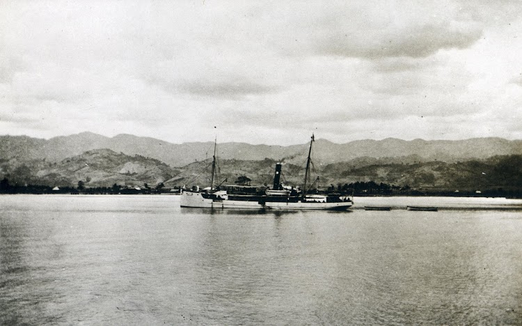 Foto del vapor LAL-LOC. Del libro La Compañia General de Tabacos de Filipinas. 1881-1981.JPG