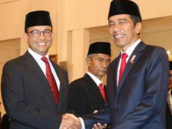 Bandingkan Anies dengan Jokowi, Abu Janda: Jokowi Dipuji Profesor Singapura, Anies Dipuja Kadrun