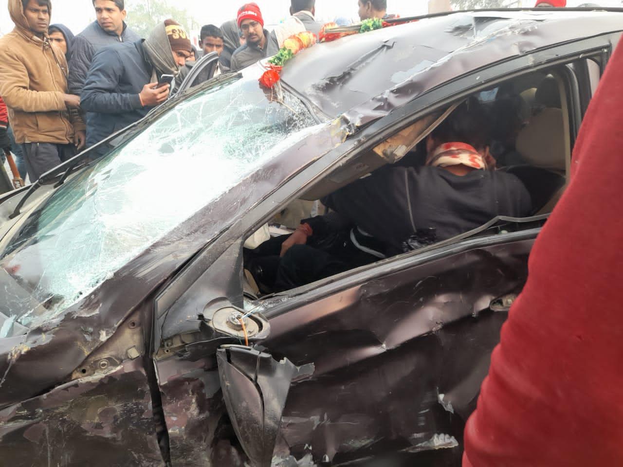 कार और टेम्पू में भीषण टक्कर, दो की मौत कई घायल