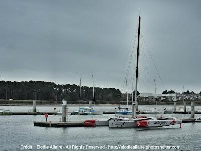 Le Multi50 Arkema de Lalou Roucayrol remis à l'eau à Lorient.