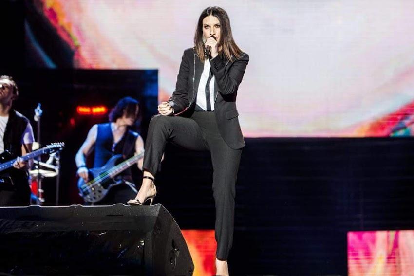 Un grosso in bocca al lupo a Laura Pausini