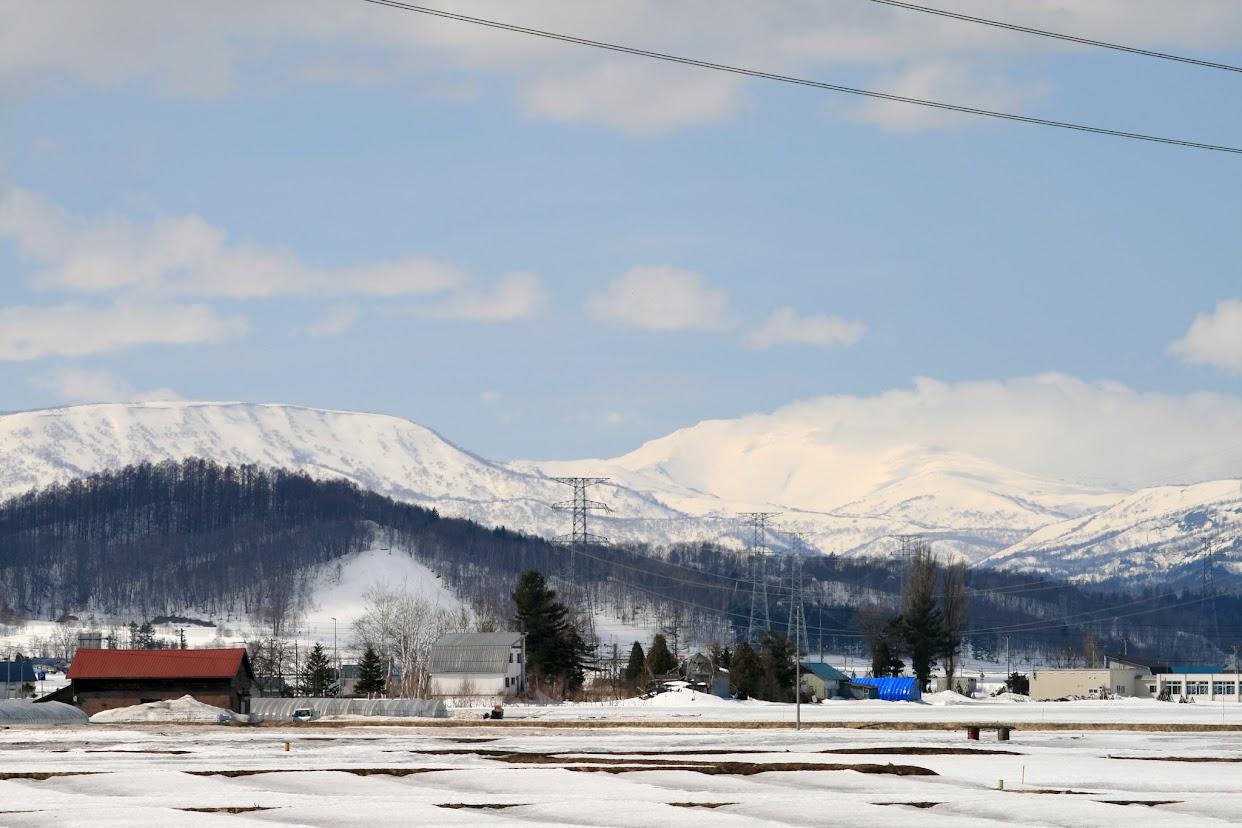 スキー場と冬山