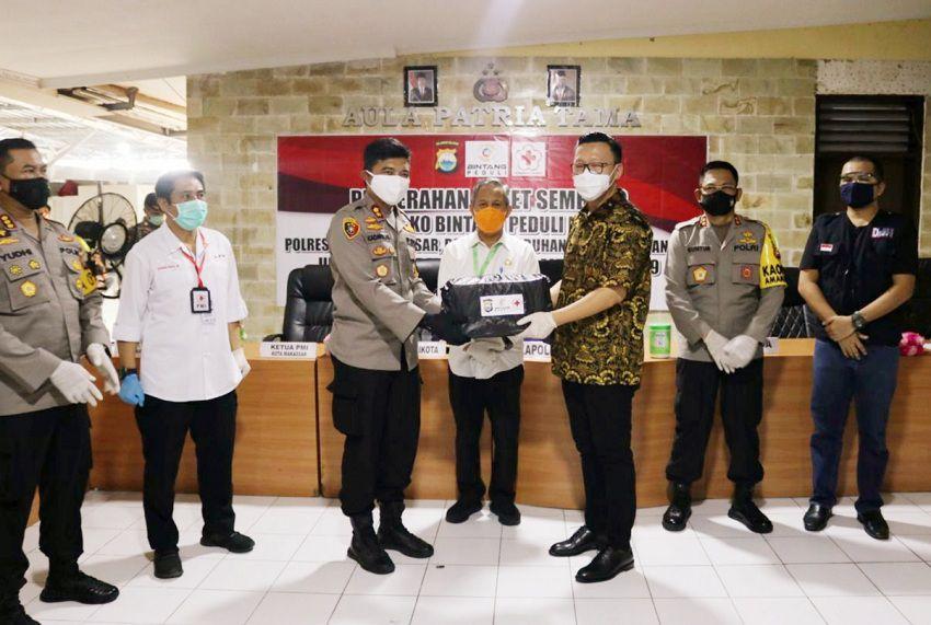 Disaksikan Kapolda Sulsel, Polres Pelabuhan Makassar Terima Ribuan Sembako Dari PT.Bintang Internasional