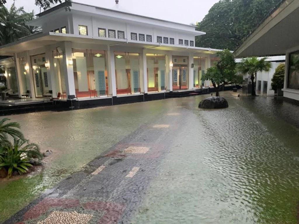 Curah Hujan Tinggi, Istana Presiden Jokowi Kebanjiran!