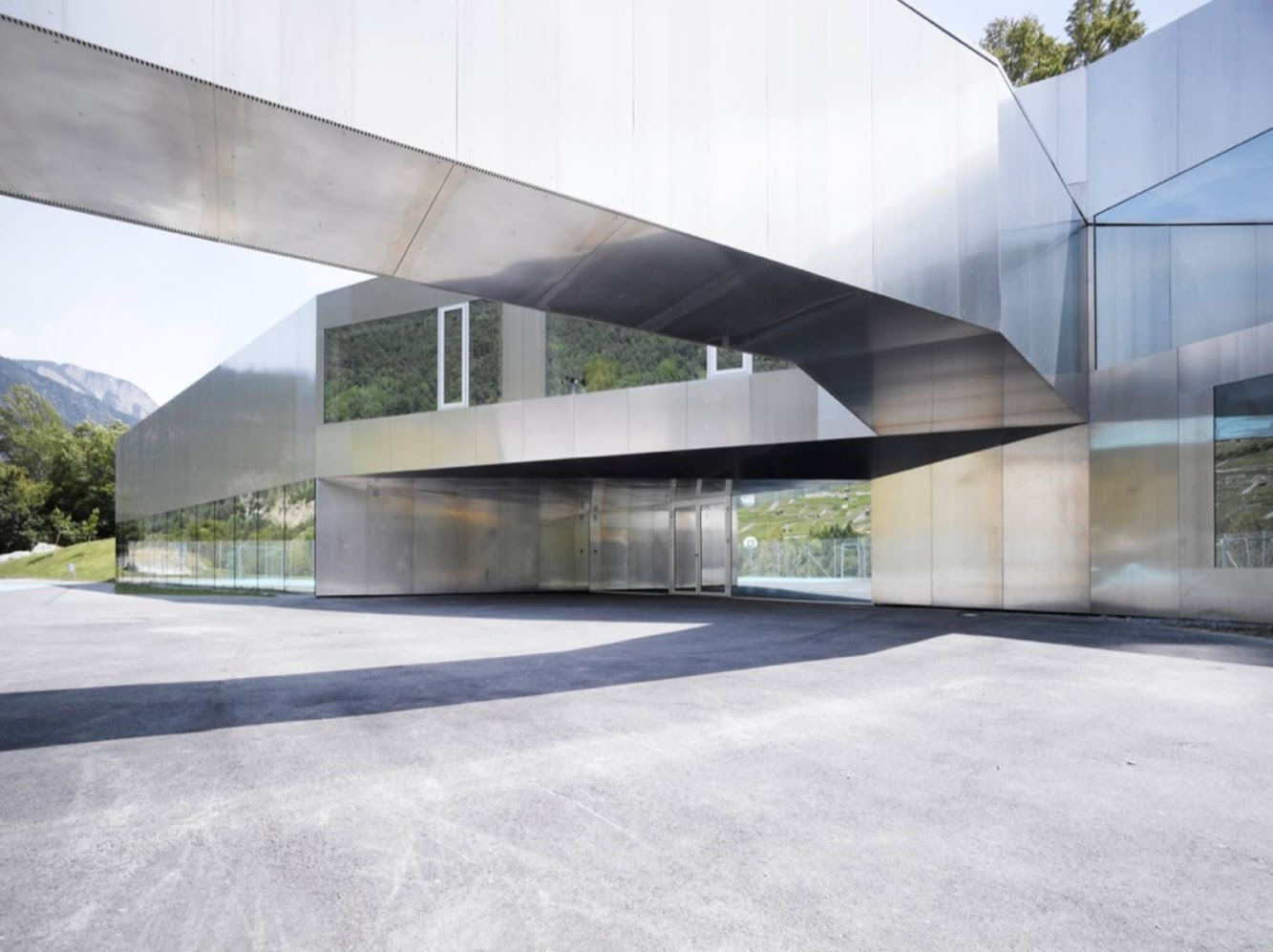 Bovernier, Svizzera: Bovernier School Extension by Bonnard Woeffray Architectes