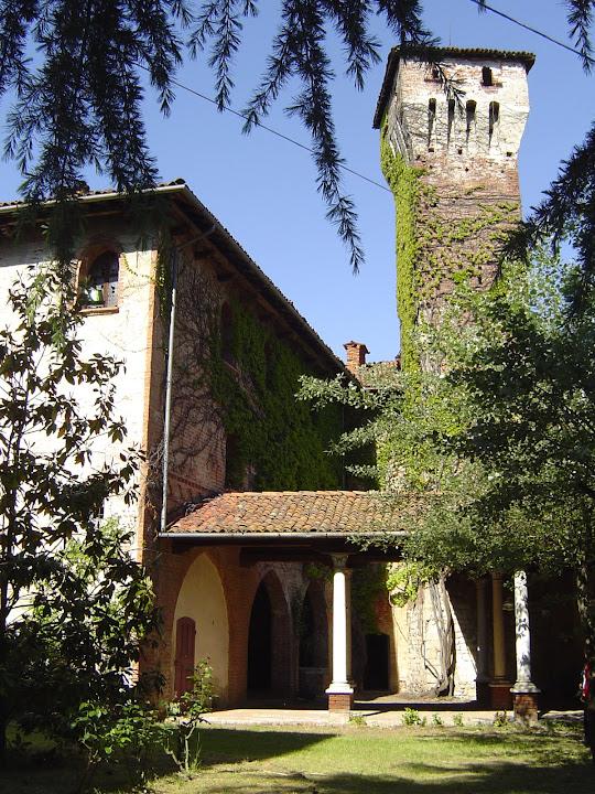 2004 - torre dal cortile interno del castello e patio