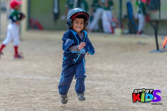 Juni 28, 2015. Baseball Kids 5-6 aña. Hurricans vs White Shark. 2-1. - basball%2BHurricanes%2Bvs%2BWhite%2BShark%2B2-1-26.jpg