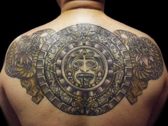 elaborar_asteca_desenhos_de_tatuagem_nas_costas
