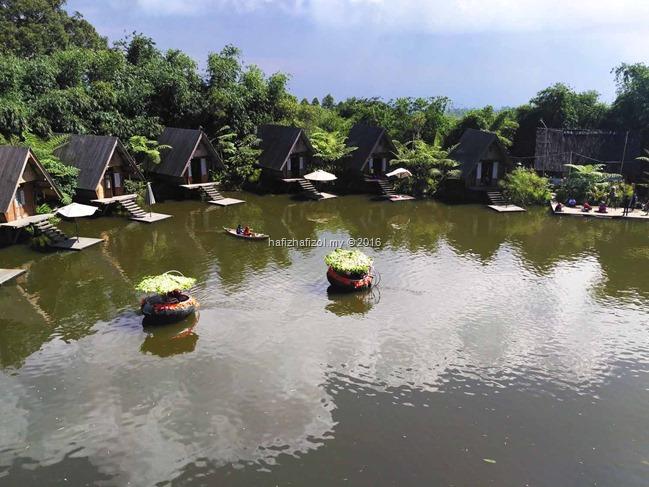 pemandangan dari restoran dusun bambu