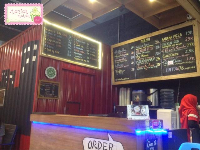 maniak-makan-panties-pizza-solo-paragon-mall-order-here