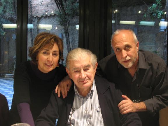 Agurtzane Zubizarreta y Julio González con Antonio Gamoneda