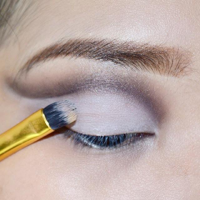 Lunatic Vixen: Tutorial: Cut Crease Eye Make Up