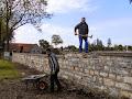 Abrissarbeiten an der Friedhofsmauer