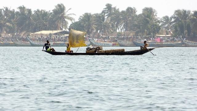 Sur la Volta à Ada Foah (Ghana), 28 décembre 2013. Photo : J.-F. Christensen