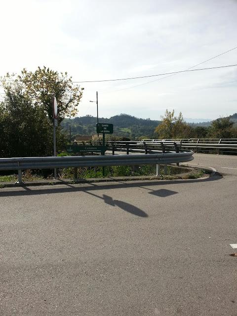 intersección de carretera Pola de Siero-Gijón con carretera local