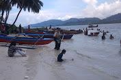 Meugang, Sejumlah Warga Simeulue Padati Wisata Pulau Pinang