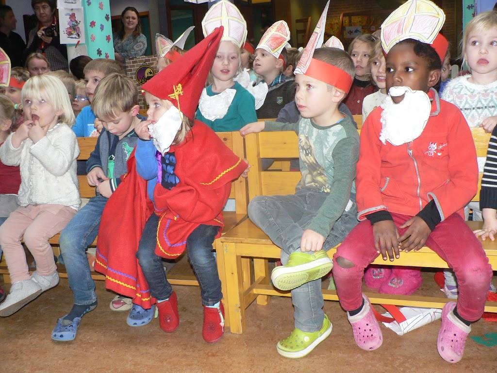Sinterklaas op bezoek - P1270300.JPG